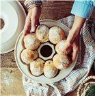 Moule à pain couronne brioche et petit pain en céramique blanc Lin Emile Henry